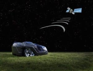 Husqvarna Automower 430x tond la pelouse le jour et la nuit